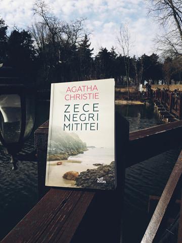 """Recenzie: """"Zece negri mititei"""" de Agatha Christie"""